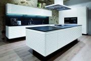 Фото 14 Минимализм в тренде: обзор элегантных кухонь без ручек и варианты их механизмов