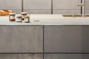 Фото 36 Минимализм в тренде: обзор элегантных кухонь без ручек и варианты их механизмов