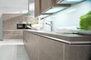 Фото 38 Минимализм в тренде: обзор элегантных кухонь без ручек и варианты их механизмов