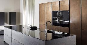 Минимализм в тренде: обзор элегантных кухонь без ручек и варианты их механизмов фото