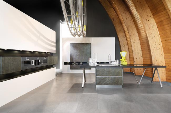 Креативное оформление помещения с кухонным гарнитуром от Haecker