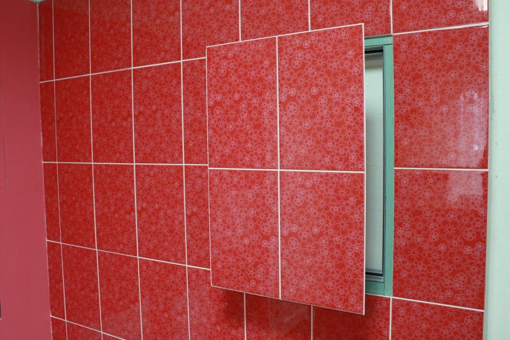 Люк в плитке в ванной