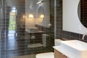 Фото 25 Нажимной сантехнический люк под плитку: как подобрать, конструктивные особенности и преимущества