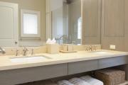 Фото 3 Нажимной сантехнический люк под плитку: как подобрать, конструктивные особенности и преимущества