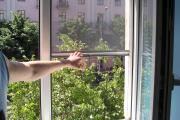 Фото 10 Как установить москитную сетку на пластиковое окно: виды, крепления и все, что нужно знать