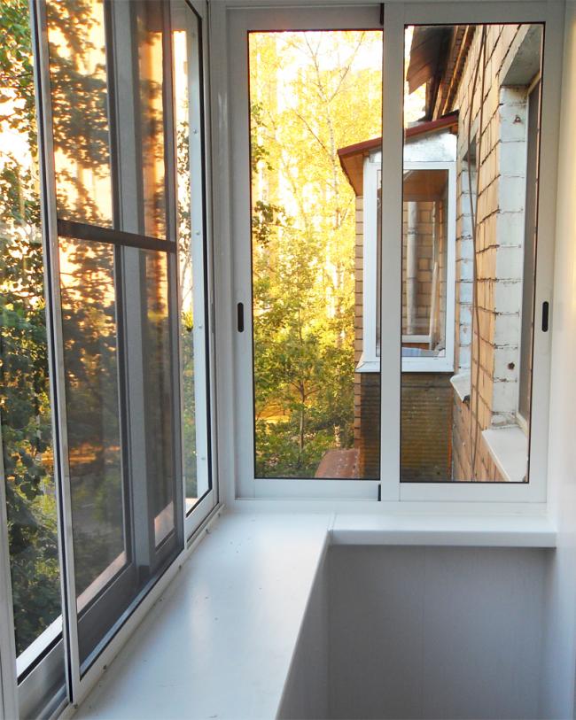 Балконная рама с раздвижным механизмом