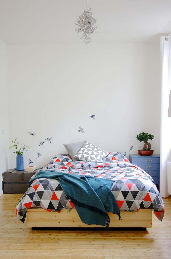Минималистичный декор стен спальни в скандинавском стиле