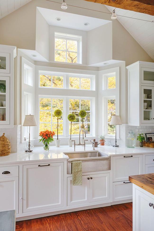 Интересный дизайн оконного проема в кухне