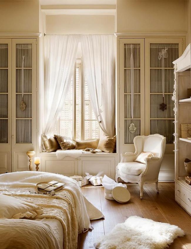 Сказочный интерьер спальни в пастельных тонах