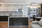 Фото 24 Системы хранения для кухни: выбираем мультифункциональный и современный шкаф-пенал