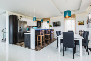 Фото 25 Шкаф-пенал для кухни (70+ фото): как выбрать мультифункциональный кухонный пенал и не переплатить?