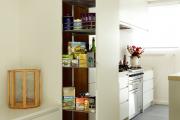 Фото 29 Системы хранения для кухни: выбираем мультифункциональный и современный шкаф-пенал