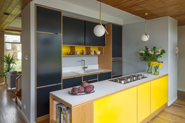 Сочетание черного и желтого цветов в современном интерьере