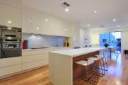 Фото 43 Шкаф-пенал для кухни (70+ фото): как выбрать мультифункциональный кухонный пенал и не переплатить?
