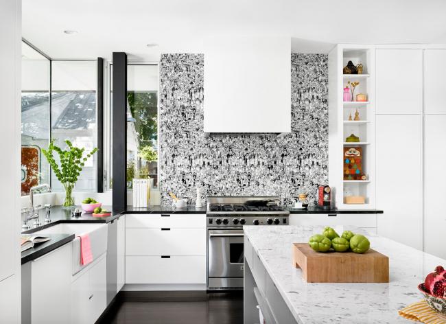 Контрастная отделка стен на кухне