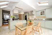 Фото 8 Складные стулья или спасение для маленьких кухонь: виды конструкций, плюсы и минусы