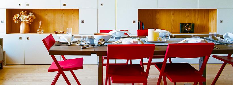 Складные стулья или спасение для маленьких кухонь: виды конструкций, плюсы и минусы