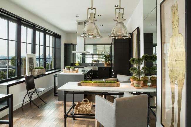 Стильный черный гарнитур в тон с кухонной мебелью
