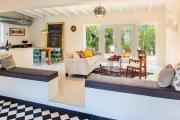 Фото 27 Складные стулья или спасение для маленьких кухонь: виды конструкций, плюсы и минусы