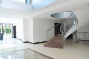 Фото 24 Ступени для лестниц из керамогранита: преимущества, облицовка и 60+ функциональных интерьерных идей