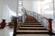 Фото 31 Ступени для лестниц из керамогранита: преимущества, облицовка и 60+ функциональных интерьерных идей
