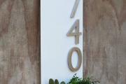 Фото 9 Создаем эффектный экстерьер: оригинальные таблички для дома и как их сделать?