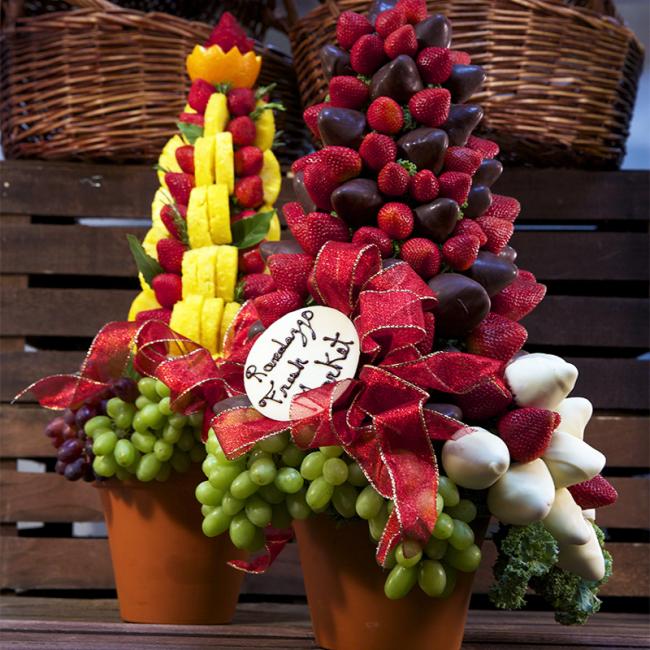 Сладкое украшение из ягод и шоколада для любого праздничного стола