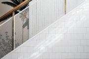 Фото 2 Безопасность в доме: как выбрать и установить защиту на лестницу от детей