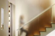 Фото 4 Безопасность в доме: как выбрать и установить защиту на лестницу от детей