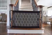 Фото 7 Безопасность в доме: как выбрать и установить защиту на лестницу от детей