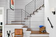 Фото 12 Безопасность в доме: как выбрать и установить защиту на лестницу от детей