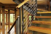 Фото 17 Безопасность в доме: как выбрать и установить защиту на лестницу от детей