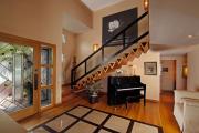 Фото 21 Безопасность в доме: как выбрать и установить защиту на лестницу от детей