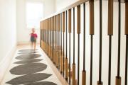 Фото 23 Безопасность в доме: как выбрать и установить защиту на лестницу от детей