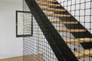 Фото 26 Безопасность в доме: как выбрать и установить защиту на лестницу от детей