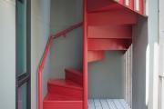 Фото 33 Безопасность в доме: как выбрать и установить защиту на лестницу от детей