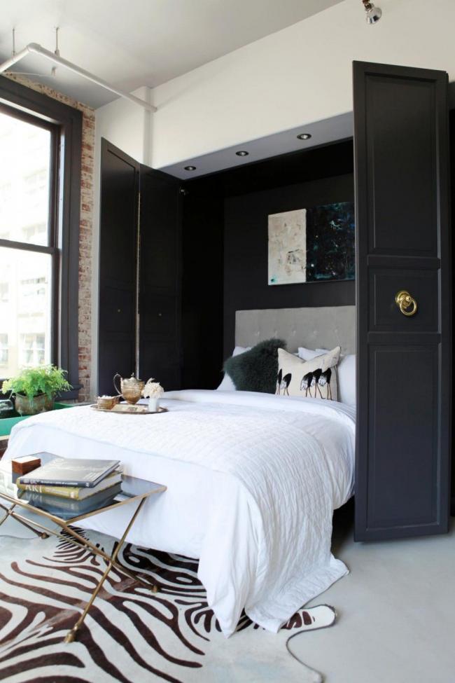 Встроенная в шкаф кровать – идеальный вариант для маленькой комнаты