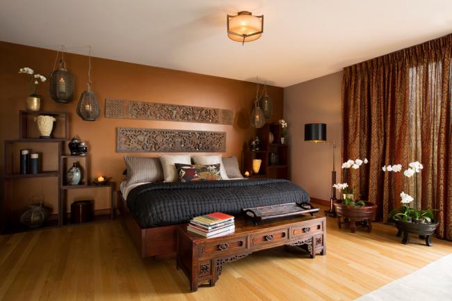 Уютная спальня, оформленная в темных тонах