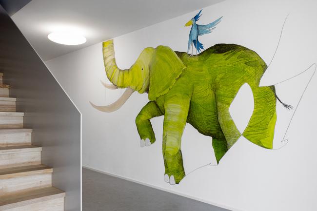 Анималистические мотивы в коридоре в стиле минимализм