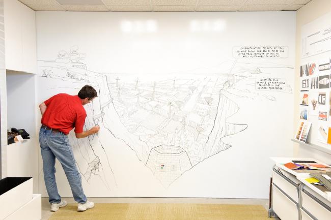 Идея для оформления стены своими руками