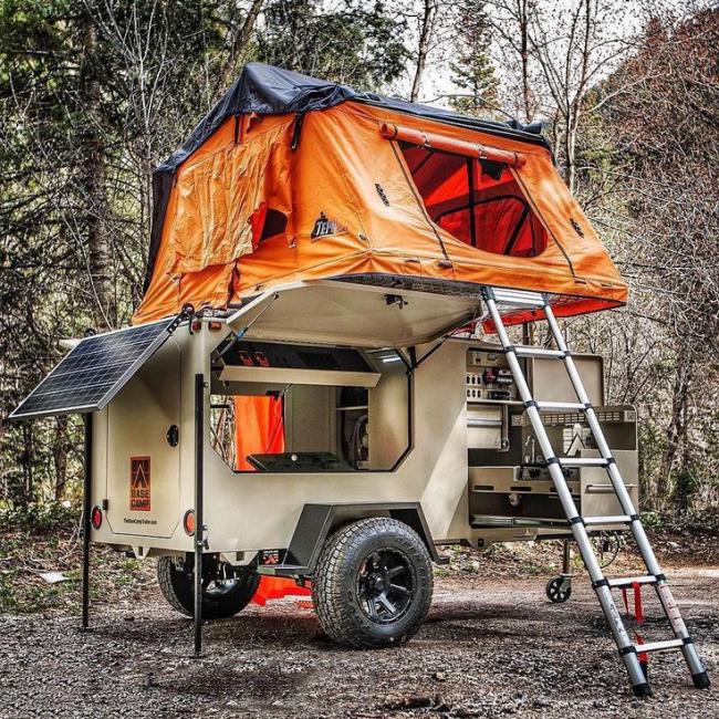 Двухэтажный прицеп-палатка на колесах