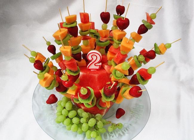 Вкусные фруктовые канапе порадуют детей