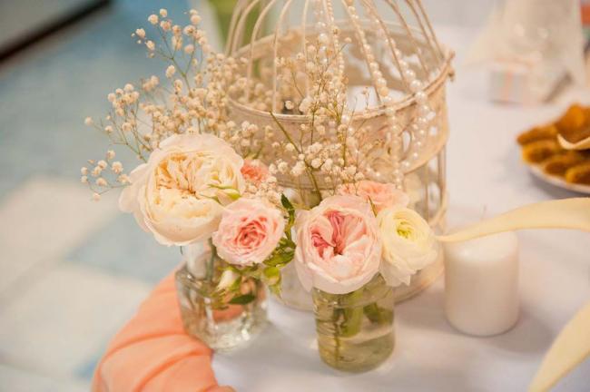 Украшение цветами - один из лучших способов создания романтичной атмосферы брачного торжества