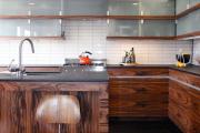 Фото 9 Отделка стен на кухне: обзор современных материалов и 60+ реализаций в интерьере
