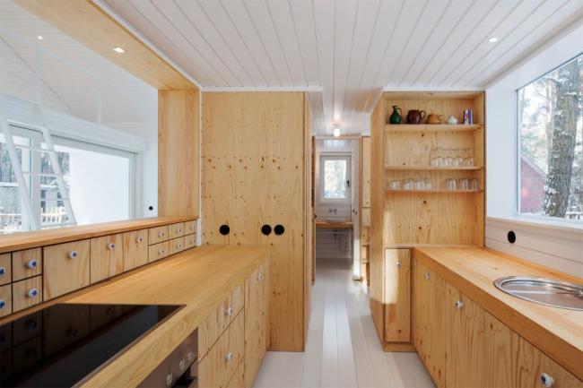 Бесшовная вагонка отлично подойдет для оформления помещения в дачном домике