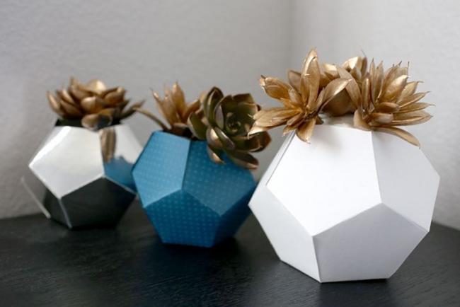 Ваза из картона для искусственных цветов