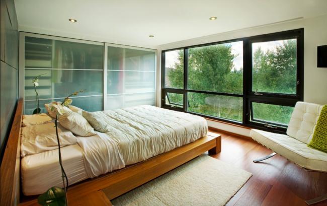 Модель с раздвижными дверями –одна из самых популярных систем хранения вещей