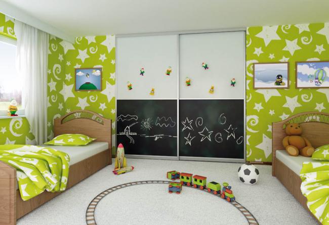 Оригинальный дизайн встроенной мебели в комнате для двоих детей