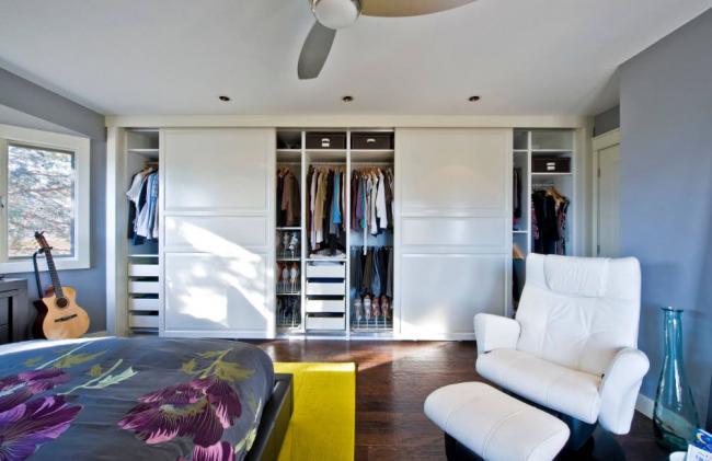 Некоторые модели, созданных по индивидуальным размерам, превышают стоимость аналогичных готовых решений в мебельных магазинах