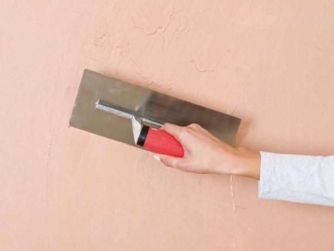 Гладкое, рельефное и художественное оформление стен осуществляется на третьем этапе работы